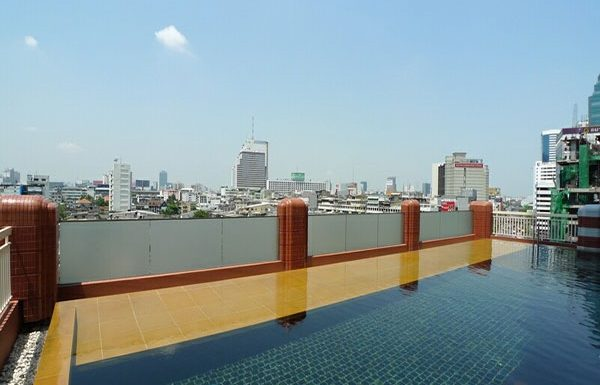 Manhattan-Chidlom-Bangkok-condo-for-sale-swimming-pool